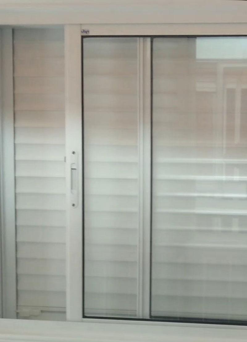 Esquadrias-com-veneziana-integrada